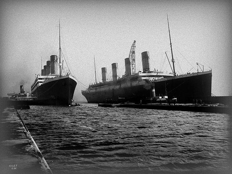 800px-Olympic_and_Titanic_Alt